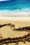 ビーチの砂でハート
