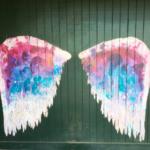 ハワイノースショアにある羽根のウォールアート